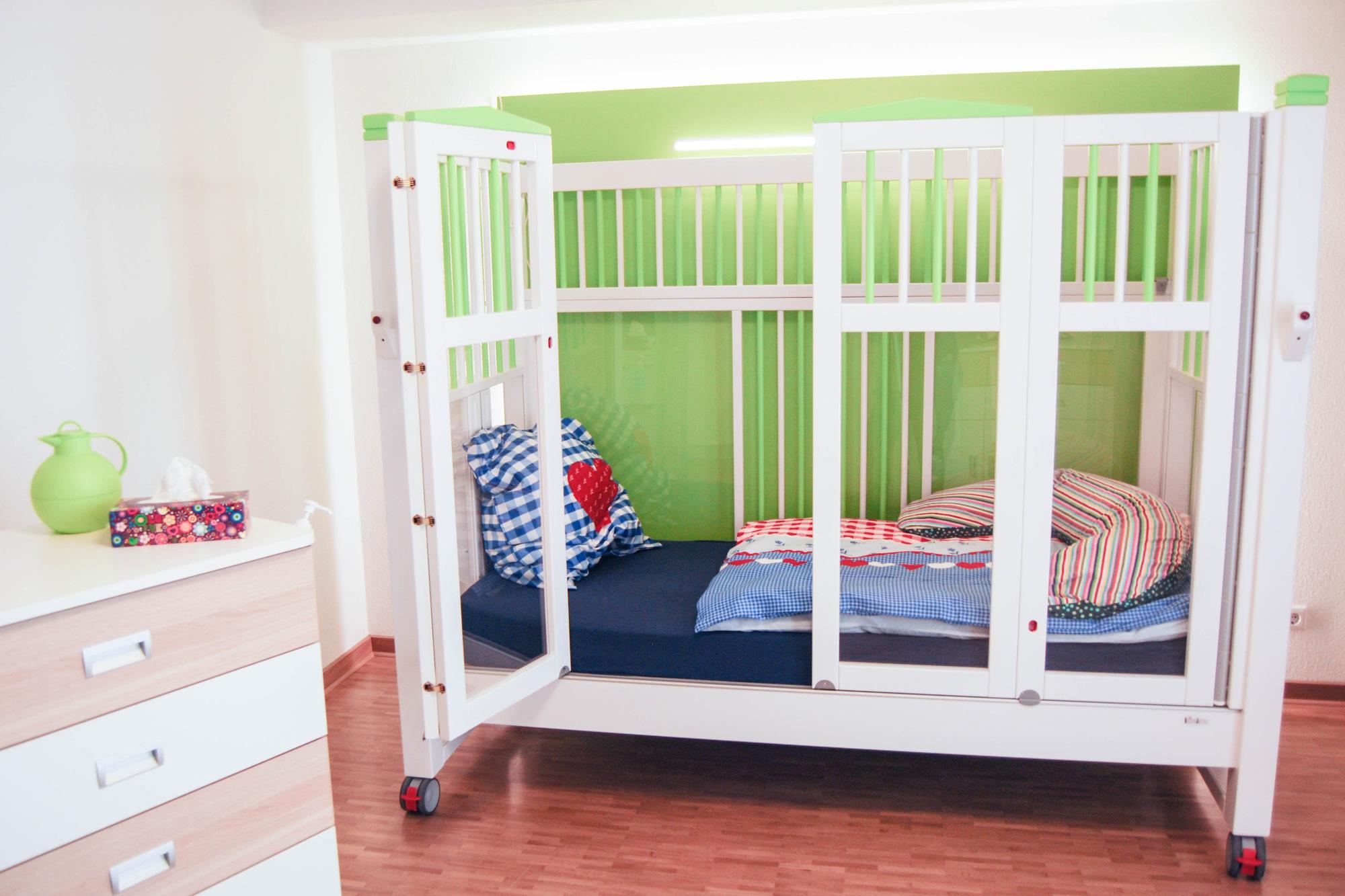 kinder jugendzimmer video berwachung kinderhospiz. Black Bedroom Furniture Sets. Home Design Ideas